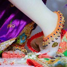Little Krishna, Cute Krishna, Krishna Art, Jai Shree Krishna, Radhe Krishna, Durga Maa Pictures, Lord Krishna Images, God Pictures, Ayurveda