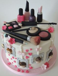 Make up - cake by Shereen - CakesDecor Make Up Torte, Make Up Cake, 13 Birthday Cake, Happy Birthday Cake Images, Girly Cakes, Cute Cakes, Cake Decorating Designs, Cake Designs, Hair Stylist Cake
