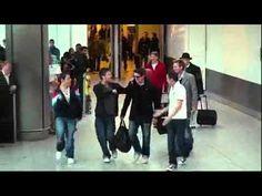 多人在機場表演口技(完全沒用到樂器)