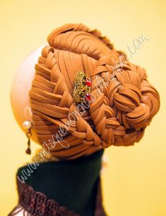 Peinado para fofucha, moño trenzado en goma eva. http://masquemoninas.blogspot.com.es/
