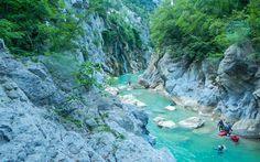 Valla Kanyonu, Kastamonu  Kastamonu'nun Pınarbaşı ilçesi, Muratbaşı Köyü'nde bulunan Valla Kanyonu, Küre Dağları Milli Parkı sınırlarında yer alıyor. 800 m derinliğe ulaşan kanyon dünyanın en derin 2. kanyonu olarak kabul ediliyor.Uzman ekipmanı olmayan kişiler için tehlikeli olarak kabul edilen 12 km'lik parkurda zaman zaman ölüm ve kaybolma olayları yaşanıyor. Kanyonun duvarlarının yüksekliği ve parkur uzunluğu geçişlerin tehlikeli olmasının nedenleri arasında.