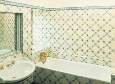 Koupelny Clawfoot Bathtub, Retro, Tapestry, Curtains, Shower, Bathroom, Prints, Home Decor, Photos