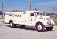 Antique Trucks, Vintage Trucks, Vintage Racing, Fire Dept, Fire Department, Chrysler Trucks, Ems, Old Police Cars, Old Dodge Trucks