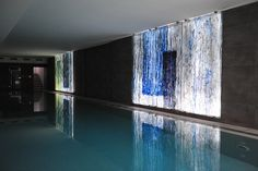 Artistic glass at the swimming pool at Katamaran House, Chyby, Poland by Archiglass, Tomasz Urbanowicz. All rights reserved. Design Art, Interior Design, Graphic Design, Public Art, Contemporary Design, Glass Art, Swimming Pools, House Design, Patio