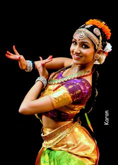 Bhavana Reddy posing as Lord Krishna Folk Dance, Dance Art, Dance Positions, Cultural Dance, Dancers Body, Indian Classical Dance, Indian Colours, Shiva, Exotic Dance