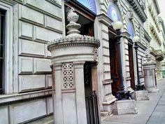 wien / austria - photo by koto serdar bulgu Monuments, Neoclassical Architecture, Baroque Design, Modern Buildings, Vienna, Austria, Photos, Time Travel, Pictures