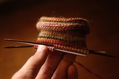 Knitting 2 socks at a inside the other! Knitting 2 socks at a inside the other! Knitting Help, Double Knitting, Knitting Stitches, Knitting Socks, Hand Knitting, Crochet Socks, Knit Or Crochet, Knit Socks, Tips & Tricks
