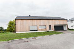 #holzhaus #clt #hausbau #hausbauinspiration #eigenheim Modern, Garage Doors, Shed, Outdoor Structures, Outdoor Decor, Home Decor, Gable Roof, Build House, Projects
