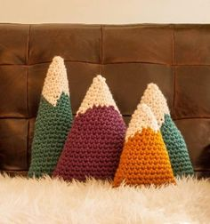 Amigurumi pattern for decor - Bulky Mountains by Dapper Toad. Free pattern on Craftsy! Crochet Gratis, Crochet Diy, Crochet Home Decor, Crochet Pillow Pattern, Crochet Cushions, Yarn Projects, Crochet Projects, Knitting Patterns, Crochet Patterns
