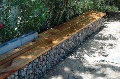Садовая скамейка из габионов
