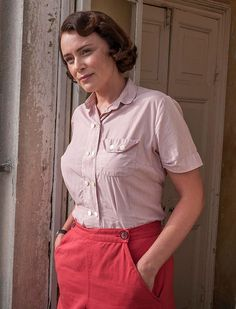 Celebrating the Casual Elegance of Louisa Durrell - Vintage Gal 1930s Fashion, Pink Fashion, Vintage Fashion, Gothic Fashion, Vintage Wardrobe, Vintage Outfits, The Durrells In Corfu, Classy Photography, Diy For Men