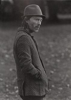 "Thom Yorke in Undercover for HUGE Magazine : ""Walkin' In Hyde Park"""