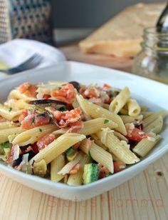 Pasta fredda di verdure grigliate con salmone Quiches, Cold Dishes, Cooking Recipes, Healthy Recipes, Pizza, Delicious Dinner Recipes, Pasta Salad, Italian Recipes, Food Porn