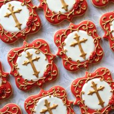 Red and gold baptismal set. Cake Cookies, Sugar Cookies, Mickey Mouse Table, Cross Cookies, Baptism Cookies, Baptism Party, Custom Cookies, Oreos, Decorated Cookies
