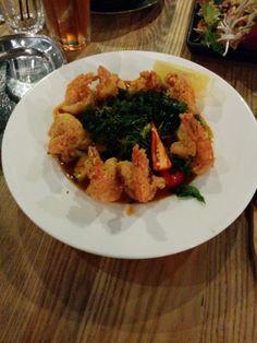 Green Peppercorn – Goong sarm roht, deep fried prawns A: 3 B: 3 Green Peppercorn, Goong, Prawn, Deep