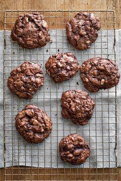 The Best Fudgy Flourless Chocolate-Pecan Cookies Recipe Pecan Cookie Recipes, Pecan Cookies, Pecan Desserts, Chocolate Cookies, Paleo Cookies, Crinkle Cookies, Baking Desserts, Party Desserts, Chocolate Fudge