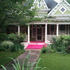 Green house pink porch on Oglethorpe. Love.