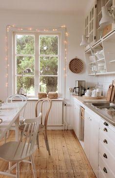 Entdecken Sie die dänische Hygge-Kunst in Massivholzküchen - Debra Ortega Kitchen Inspirations, House Design, Scandinavian Kitchen, Dream Kitchen, Interior, Scandinavian Kitchen Design, Kitchen Dining Room, Sweet Home, Home Kitchens