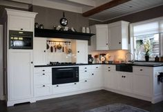 Clever Country Kitchen Christmas For Your Lovely Home In View more inspirations around Decorating kitchen, Kitchen dining and Country cottage. Kitchen Decor, Interior Design Kitchen, White Kitchen, Kitchen Interior, Home Kitchens, Kitchen Living, Kitchen Room, Kitchen Dining Room, Country Kitchen