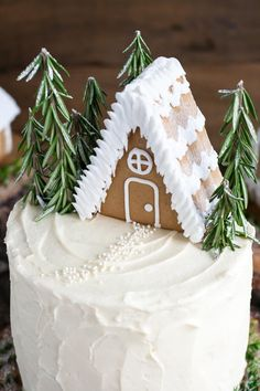 This Gingerbread Cake is perfect for the holidays! A moist and delicious ginger cake with a tangy cream cheese frosting. A perfect pairing! Christmas Desserts, Christmas Baking, Christmas Cakes, Xmas Food, Christmas Goodies, Holiday Baking, Gingerbread Cake, Classic Cake, Cake With Cream Cheese
