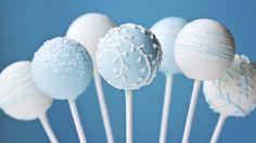 Faciles les cake-pop !  Envie d'un dessert qui épatera vos convives et réjouira les enfants? Les cake-pop sont pour vous. Voici une recette très rapide pour impressionner petits et grands!