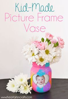 Picture Frame Vase Kid-Made Picture Frame Vase - Perfect spring craft or Mother's Day gift!Kid-Made Picture Frame Vase - Perfect spring craft or Mother's Day gift! Diy Father's Day Gifts Easy, Diy Mother's Day Crafts, Mother's Day Diy, Spring Crafts, Arts And Crafts, Creative Crafts, Easy Crafts, Mothers Day Crafts For Kids, Gifts For Kids