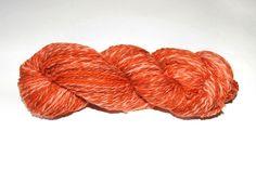 Handgesponnen & -gefärbt - schöne weiche handgesponnene Wolle - ein Designerstück von Wollrad bei DaWanda