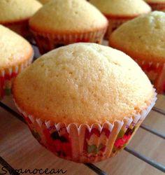 Vanilla cupcakes-Cupcakes βανίλιας - http://www.mytaste.gr/i/vanilla-cupcakes-cupcakes-%CE%B2%CE%B1%CE%BD%CE%AF%CE%BB%CE%B9%CE%B1%CF%82-6203275.html