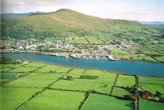 Cahersiveen Town in Skellig Kerry Corner House, Ireland Travel, Shades Of Green, Celtic, Irish, Things To Do, River, Places, Outdoor