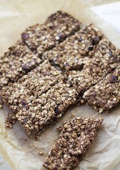 Peanut Choc Breakfast Bars - Chocolatey peanuty breakfast bars (that you can eat any time of the day, not just breakfast) - Madeleine Olivia Yummy Snacks, Yummy Treats, Sweet Treats, Yummy Food, Breakfast Bars, Vegan Breakfast, Breakfast Ideas, Vegan Lunch Recipes, Snack Recipes