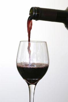Vino Chileno! lo mejor, sobretodo el cabernet sauvignon una de las mejores cepas! amo el vino! salud!!
