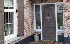 Outdoor Lighting, Outdoor Decor, Entrance, Sweet Home, Garage Doors, New Homes, Cabin, Windows, Architecture