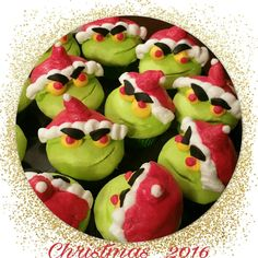 Mr. Grinch inspired cupcakes.  Absolutely adorable!