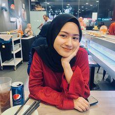 Dina Agustin Hijaber Cute From Aceh - Hijaber Indo Hijab Style Dress, Modest Fashion Hijab, Modern Hijab Fashion, Casual Hijab Outfit, Hijab Chic, Beautiful Hijab Girl, Beautiful Muslim Women, Ideal Girl, Asian Model Girl