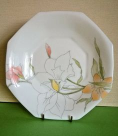 French Arcopal Octagonal Dish / Plate White with Attractive Flower Design Dressing Table Ornaments, Splash Free, Glass Fruit Bowl, Flower Bowl, Fire Glass, Vintage Carnival, Leaf Shapes, Star Designs, Carnival Glass