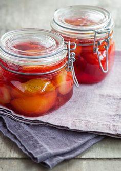 Plums in vanilla syrup. Healthy Recepies, Vanilla Syrup, Swedish Recipes, Pickles, Baking Recipes, Plum, Nom Nom, Bakery, Yummy Food