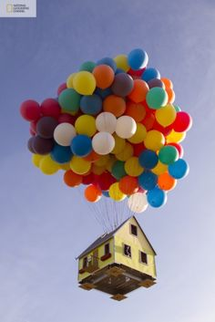 Real Pixar Floating House - National Geographic Channel and a team of scientists, engineers and balloon pilots launched a 16 x 16 foot house with 300 8 foot balloons!