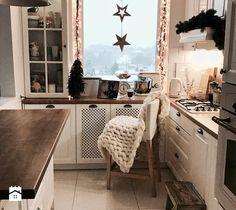 Współpraca - Mała zamknięta kuchnia w kształcie litery u z oknem, styl skandynawski - zdjęcie od hakauuka