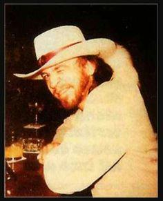 '''.Stevie Ray Vaughan in the bar  he winks ... .''' https://www.pinterest.fr/pin/569916527816180361/AlainTérieur