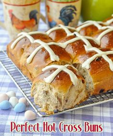 Perfect Hot Cross Buns - a traditional Easter treat yes, but these gorgeous sweet rolls are sure to be appreciated at brunch any time of year that you serve them. Easy, fragrant, and a wonderful Easter treat. Cross Buns Recipe, Bun Recipe, Hot Crossed Buns Recipe, Pan Rapido, Hp Sauce, Simply Yummy, Baking Buns, Rock Recipes, Sweet Buns