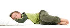 """Bettnässen bei Kindern: Während des trocken werdens sind kleine """"Unfälle"""" völlig normal und gehören zum Lernprozess dazu. Doch wenn ein Kind im Alter von fünf Jahren oder älter Nachts einnässt, spricht man von Enuresis (griechisch für einnässen). Bettnässen gilt als Erkrankung und zählt zu einer der häufigsten Störungen im Kindesalter."""