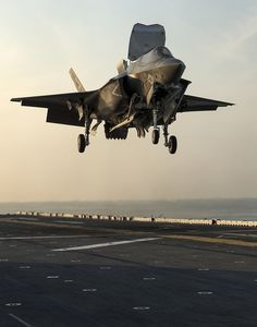 An Lightning II aircraft takes off from the amphibious assault ship USS Wasp (LHD during the second at-sea developmental test event. The is the Marine Corps variant of the Joint Strike Fighter and is undergoing testing aboard Wasp. Military Jets, Military Aircraft, Air Fighter, Fighter Jets, Jet Plane, Fighter Aircraft, Aircraft Carrier, War Machine, Usmc