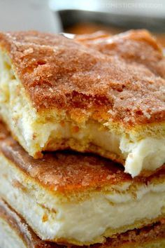 Sopapilla Cheesecake Bars are the BEST and EASIEST recipe! This foolproof recipe is so simple to make and tastes amazing!creamy Sopapilla Cheesecake Bars are the BEST and EASIEST recipe! This foolproof recipe is so simple to make and tastes amazing! Dessert Simple, Bon Dessert, Dessert Bars, Simple Dessert Recipes, Quick Easy Desserts, Sopapilla Cheesecake Bars, Cheesecake Recipes, Cheesecake Cupcakes, Cheesecake Crescent Rolls