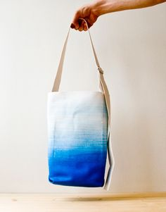 The perfect dip-dyed beach tote.  Pop you fave Børn sandals in and dig your toes into the sand.