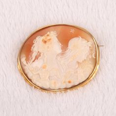 Museum quality Shell cameo brooch
