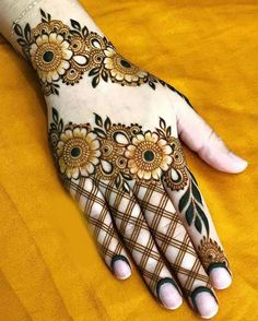 Hi everyone , welcome to worlds best mehndi and fashion channel Zainy Art . Hope You guys are liking my daily update of Mehndi Designs for Hands & Legs Nail . Floral Henna Designs, Back Hand Mehndi Designs, Simple Arabic Mehndi Designs, Stylish Mehndi Designs, Mehndi Designs For Fingers, Mehndi Design Photos, Mehndi Simple, Wedding Mehndi Designs, Latest Mehndi Designs