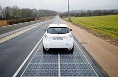 Francia gastó €5 millones en una carretera solar de 1km. Un proyecto público francés financió la instalación de la primera carretera solar del mundo. Está ubicada en Normandía, y tiene una longitud de 1 kilómetro. Esta instalación fotovoltaica es el principio de una idea más ambiciosa que pretende crear una infraestructura de 1.000km de vía solar en Francia. Se utilizaron paneles solares Wattway, que son resistentes al tráfico pesado. También señalamos las cr