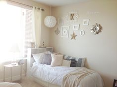 Chic college apartment bedroom - even though it seems plain it would be soooo relaxin (: