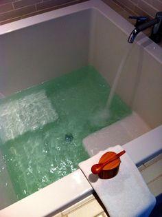 Japanese Soaking Tub | Japanese deep soaking tub I need a bathtub like this