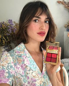 "Jeanne 💋 on Instagram: ""Good news: our @rouje palette « chaleur » is back in stock! Thank you so much for your support I'm so happy that you like it 💞 (I use it…"" Parisian Makeup, Parisian Style, French Girl Style, French Girls, Rouje Jeanne Damas, French Makeup, Vestidos Retro, French Beauty Secrets, Isabelle Adjani"